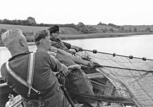 Holmer Fischer bei der Wadenfischerei